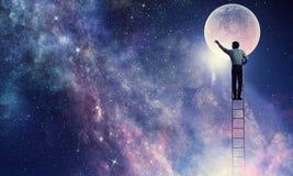 供以人员得到月亮 混合画法 免版税库存图片