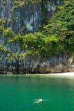 供以人员放松在热带海滩的水中 免版税库存照片