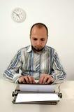 供以人员老打字机键入 免版税库存照片