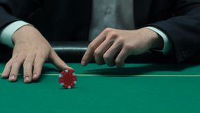 供以人员考虑比赛的战略转动的前块芯片,要求运气,慢mo 股票视频