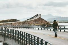 供以人员赛跑在大西洋路在挪威 库存照片