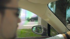 供以人员驾驶汽车以最快速度,特别探员,追逐罪犯,专业 股票视频