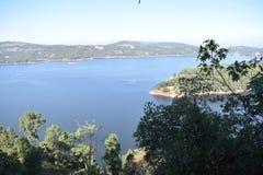 供以人员megalya西隆印度状态的做的湖  免版税库存图片