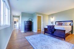 供卧室棕色新鲜绿色现代住宿 库存照片