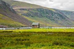 供徒步旅行的小道在凯恩戈姆山脉国立公园 安格斯,苏格兰,英国 免版税图库摄影