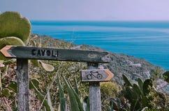 供徒步旅行的小道在Cavoli,厄尔巴岛,托斯卡纳 库存照片