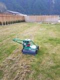 供气的草坪和庭院 库存照片