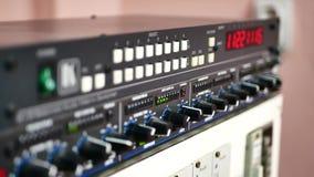 供给动力的搅拌器按钮前面  影视素材