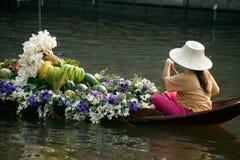 供营商出售在floatig市场,曼谷,泰国上 库存照片