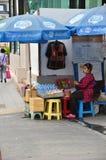 供营商在曼谷卖在街道上的食物 免版税库存图片