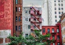 供选择的纽约 在街道的大厦 免版税图库摄影