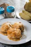 供食的sarma圆白菜特写镜头宏指令充塞用在板材的肉末 库存图片