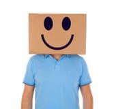 供以人员与一个纸板箱的身分在他的有兴高采烈的面孔的头 库存照片