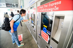 供以人员买的票在机场链接泰国。 库存照片
