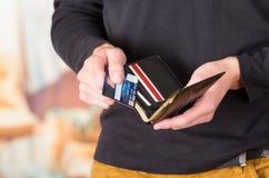 供以人员佩带的米黄牛仔裤和黑暗的毛线衣藏品 免版税库存图片