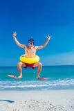 供以人员佩带的鸭脚板和橡胶环在海滩 免版税库存图片