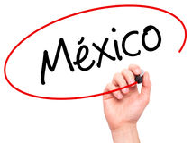 供以人员写墨西哥(用西班牙语)有黑标志的手在视觉 免版税库存照片