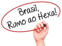 供以人员写巴西,鲁莫ao的手六!在visu的黑标志 免版税图库摄影