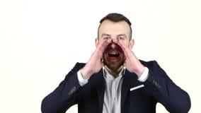 供以人员呼喊用他的手对他的面孔 奶油被装载的饼干 股票视频