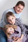 供以人员和他的两个孩子、男孩和女孩 免版税库存照片