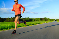 供以人员在乡下公路、训练启发和刺激的赛跑 图库摄影