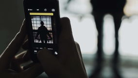 供以人员在电话拍摄的手 影视素材