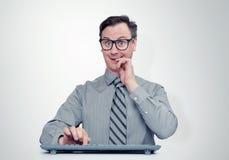 供以人员在玻璃的程序员与在计算机前面的键盘 免版税库存照片