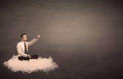 供以人员坐一朵云彩有简单的背景 免版税库存照片