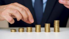 供以人员堆积金币成增长的专栏 股票录像