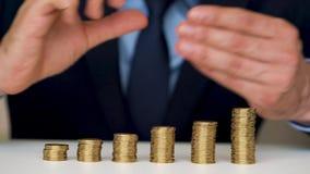 供以人员堆积金币成增长的专栏 股票视频