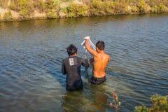 供以人员工作亚洲地方的渔夫熔铸网 免版税库存图片