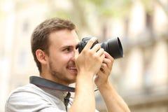 供以人员拍摄与在街道的一台照相机 库存照片