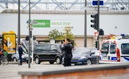 供以人员拍正式总统汽车照片在议会力期间 免版税库存图片