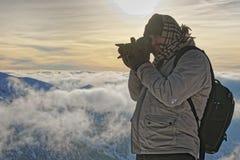 供以人员拍照片在Kasprowy扎科帕内Wierch顶部winte的 免版税库存图片