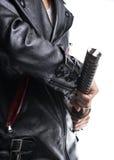 供以人员拿着在白色背景,皮革起重器的手武士剑 免版税库存照片
