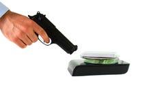 供以人员拿着手枪对数据库cyber战争概念 库存照片