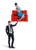 供以人员拿着有妇女的一个沙发坐它 免版税库存图片