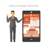 供以人员拿着有显示照片、朋友、追随者、消息,喜欢末端等的数字社会网络的app智能手机 皇族释放例证