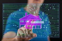 供以人员接触在触摸屏上的一个数字式聪明的家庭自动化概念 免版税库存照片