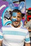 供以人员摆在与他的在构成的面孔在WorldPride期间2017年 免版税库存照片