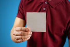 供以人员显示空白的白方块飞行物小册子小册子 传单p 库存图片