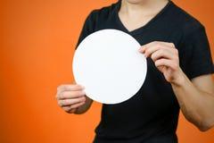 供以人员显示空白的白色被环绕的飞行物小册子小册子 小叶 免版税库存图片