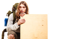 供以人员有空白的木拷贝空间广告的远足者背包徒步旅行者 库存图片