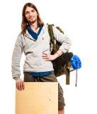 供以人员有空白的木拷贝空间广告的远足者背包徒步旅行者 免版税库存图片