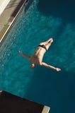 供以人员潜水入水池 免版税库存图片