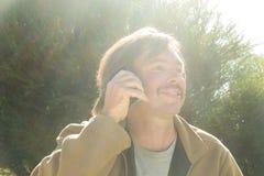 供以人员电话联系 免版税库存图片