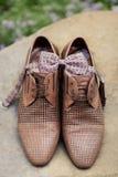 供以人员皮革经典鞋子 免版税库存照片