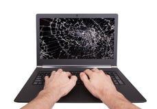 供以人员研究有一个残破的屏幕的一台膝上型计算机 库存图片
