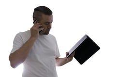 供以人员谈话在手机并且使用片剂 免版税库存图片