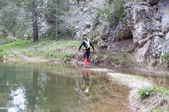 供以人员走在有树的一个湖 库存图片